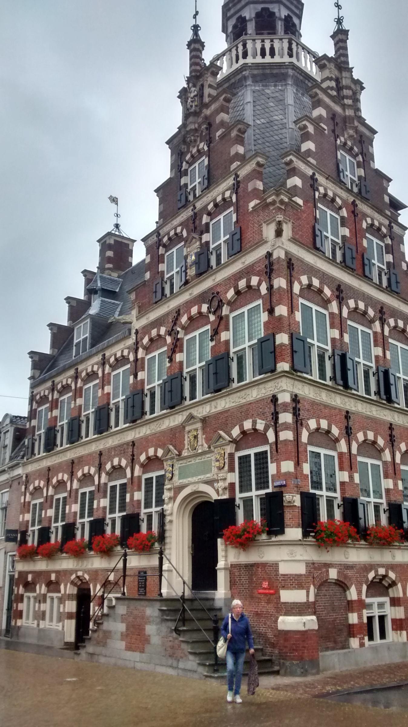 Het stadhuis van Franeker, net als in 1744 niet op het punt om te vergaan