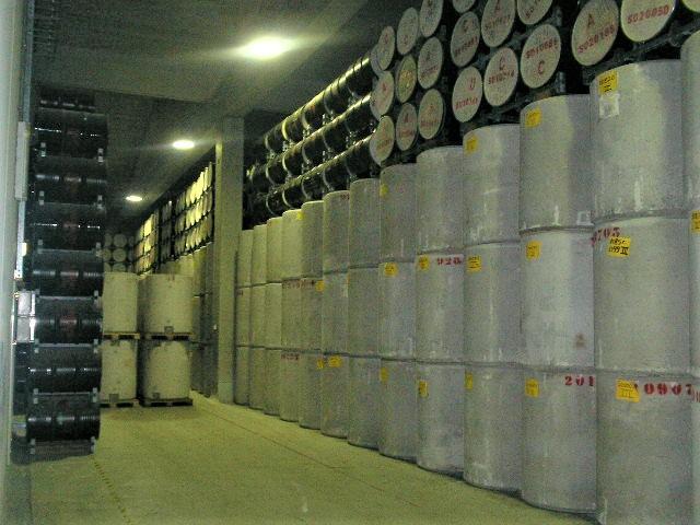 Dry casks in opslag